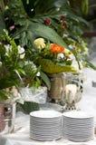 De lijst van het huwelijk in bloemen stock afbeeldingen