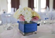 De Lijst van het huwelijk met boeket van bloemen Stock Foto's