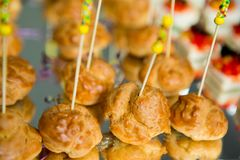 De Lijst van de het Huwelijksgebeurtenis van het cateringsvoedsel Buffetlijn in Huwelijk Heerlijk voorgerechtclose-up royalty-vrije stock afbeeldingen