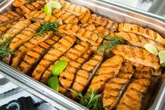 De Lijst van de het Huwelijksgebeurtenis van het cateringsvoedsel Buffetlijn in Huwelijk Heerlijk voorgerechtclose-up stock foto