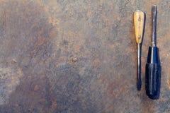 De lijst van het werkbankmetaal met oude hulpmiddelen royalty-vrije stock foto's