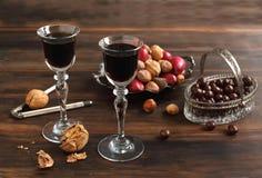 De Likeur, de chocolade en de noten van de koffie stock afbeeldingen