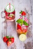 De limonade van de de zomeraardbei Stock Afbeelding