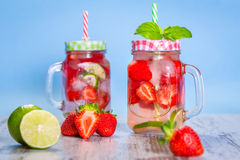 De limonade van de de zomeraardbei Stock Afbeeldingen