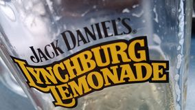 De Limonadeglas van Jack Daniel ` s Lynchburg stock afbeeldingen