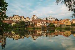 De Litice byhusen på den tjeckiska dalbehållaren för bank Förorts- område av en Pilsen stad den tjeckiska republiken, Europa Royaltyfria Bilder