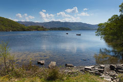 De loch beau Scotish loch de Morar dans les montagnes Ecosse occidentale R-U Photographie stock libre de droits