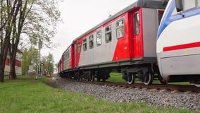 De locomotief van de smal-maatspoorweg stock video