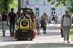 De locomotief van de de zomeraantrekkelijkheid van kinderen royalty-vrije stock afbeelding