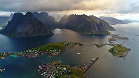 De Lofoteneilanden is een archipel in de provincie van Nordland, Noorwegen royalty-vrije stock foto's