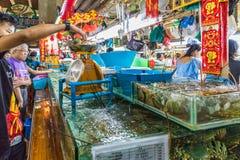 De lokale het voedselmarkt van Banzaan in Patong Thailand stock afbeelding