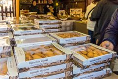 De lokale markt in Oud de Stads Hoofdvierkant van Krakau royalty-vrije stock foto