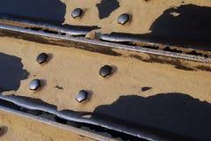 De loopvlakken van de bulldozer met zand Royalty-vrije Stock Afbeelding