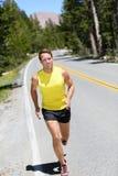 De lopende jogging van de atletenmens op aardweg Royalty-vrije Stock Foto