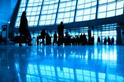 De lopende mensen in zaken centreren royalty-vrije stock foto