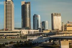 De los edificios centro de la ciudad comercial adentro de la ciudad de Vilna foto de archivo libre de regalías