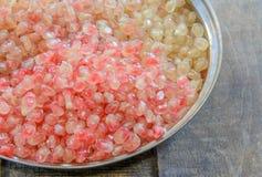 De losse zaden van het granaatappelfruit in roestvrije kom Royalty-vrije Stock Foto