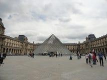 De Louvrepiramide Royalty-vrije Stock Afbeeldingen