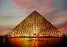 De Louvrepiramide ('s nachts), Parijs, Frankrijk Stock Foto