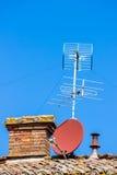 De lucht en satellietschotel van TV Stock Foto