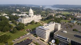 De lucht het Capitool van de Meningsstaat Rivier Little Rock van Arkansas van de Bouwgronden stock afbeelding