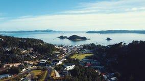 De lucht, Mooie stad van Nieuw Zeeland in Baai van Eilanden stock videobeelden