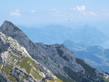 In de lucht over Alpen Stock Foto's