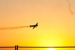 De lucht toont bij Zonsondergang door Roemeense lucht-Club Stock Afbeeldingen
