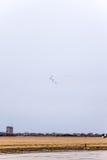 De lucht toont in de hemel boven de Krasnodar-school van de luchthavenvlucht Airshow ter ere van Verdediger van het Vaderland Mig Stock Fotografie