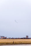 De lucht toont in de hemel boven de Krasnodar-school van de luchthavenvlucht Airshow ter ere van Verdediger van het Vaderland Mig Royalty-vrije Stock Afbeeldingen