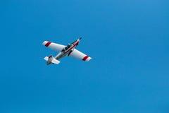 De lucht toont geïsoleerd vliegtuig Royalty-vrije Stock Foto
