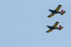 De lucht toont (geïsoleerde) vliegtuigenvorming Royalty-vrije Stock Afbeeldingen