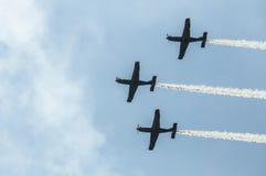 De lucht toont vliegtuigen Royalty-vrije Stock Afbeeldingen
