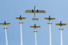 De lucht toont vliegtuigenvorming Stock Afbeelding