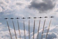 De lucht toont 9 vliegtuigvorming Stock Afbeelding