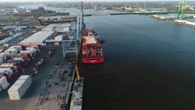 De lucht van het de Containerschip van de Meningslading Rivier Philadelphia van Delaware stock footage