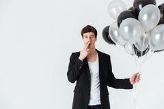 De luchtballons van de mensenholding en rokende sigaret Royalty-vrije Stock Fotografie