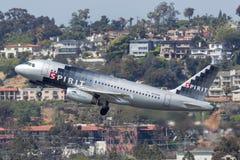 De Luchtbus A319-132 N530NK van geestluchtvaartlijnen het vertrekken San Diego International Airport Stock Afbeeldingen