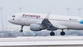 De Luchtbus A320-200, oe-IQC van Eurowings Europa stock videobeelden
