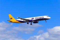 De Luchtbus van de monarch A321 Stock Afbeeldingen