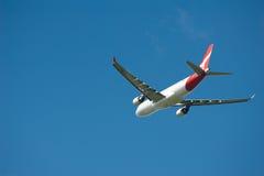 De Luchtbus van Qantas A330 tijdens de vlucht Stock Fotografie