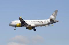De Luchtbus van Vueling A320 Stock Afbeeldingen