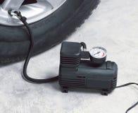 De luchtcompressor van de auto stock afbeeldingen