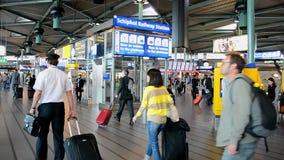 De Luchthaven Schiphol, toerismedetails van Amsterdam, stock video
