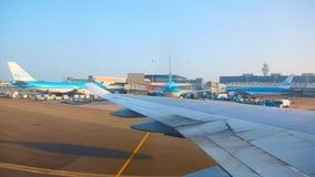 De Luchthaven Schiphol van Amsterdam in Nederland royalty-vrije stock foto