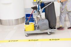 De luchthaven schoonmakende dienst Stock Foto's