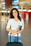 De luchthaven van de vrouwenbagage Stock Foto