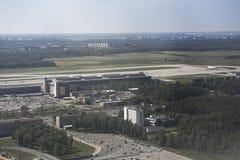 De luchthaven van Domodedovo Mening van de luchthaven van de vliegtuigen stock fotografie