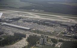 De luchthaven van Domodedovo Mening van de luchthaven van de vliegtuigen stock afbeelding