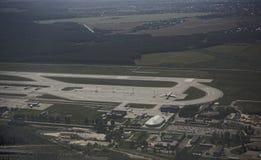 De luchthaven van Domodedovo Mening van de luchthaven van de vliegtuigen stock afbeeldingen